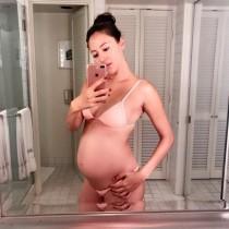 【エンタがビタミン♪】道端ジェシカ、妊娠後期「女神のような姿」公開も「胃酸の逆流に悩む日々」