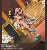 """【エンタがビタミン♪】HKT48""""なこみく""""のおんぶ姿 指原莉乃が感涙「ババアなので泣く」"""
