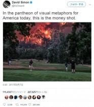 【海外発!Breaking News】米オレゴン州のゴルフコースで珍写真 迫る山火事にもプレーを止めようとせず