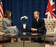 【イタすぎるセレブ達】ヘンリー王子、メラニア夫人との2ショット写真に物議 「魔除けのポーズか?」<動画あり>