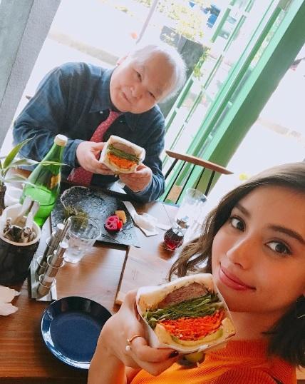 加藤一二三と初デートを楽しんだ滝沢カレン(画像は『滝沢カレン 2017年9月25日付Instagram「みなさん、こんにばんは」』のスクリーンショット)