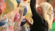 """【エンタがビタミン♪】ZIGGY森重樹一""""ボルダリング""""に挑戦 50代と思えぬ腹筋も披露"""