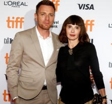 【イタすぎるセレブ達】ユアン・マクレガー、妻と破局か 共演女優とカフェで堂々キス