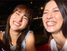"""【エンタがビタミン♪】堀田茜と福田彩乃""""モデルvsものまねタレント""""のレアショットに「笑顔がそっくり」"""