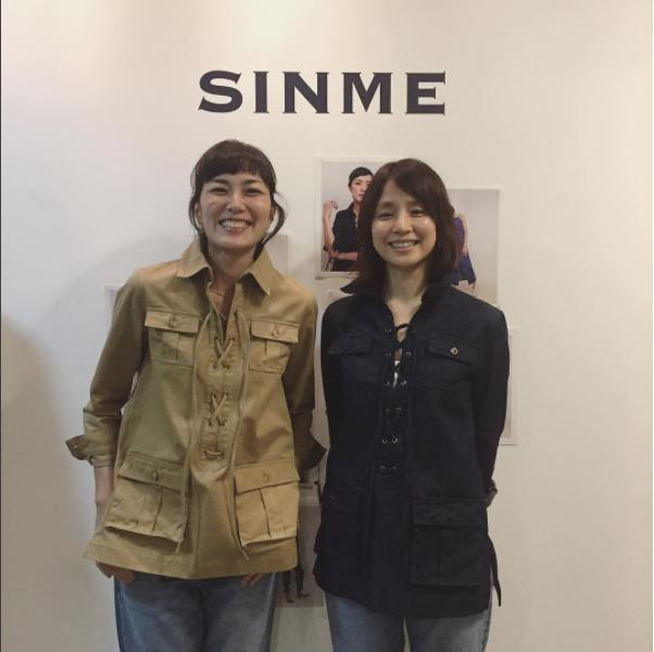 板谷由夏のSINME展示会を訪れた石田ゆり子(画像は『石田ゆり子 2017年10月11日付Instagram「SINMEの展示会に行きました!」』のスクリーンショット)