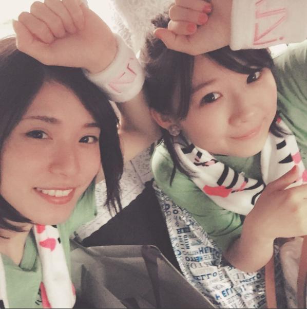 松岡茉優と伊藤沙莉(画像は『伊藤沙莉 2017年5月27日付Instagram「昨日はモーニング娘。'17さんのライブを松岡と共に拝見して参りました」』のスクリーンショット)