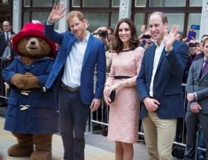【イタすぎるセレブ達】キャサリン妃、パディントンと笑顔でダンス ウィリアム王子は心配顔で見守る<動画あり>