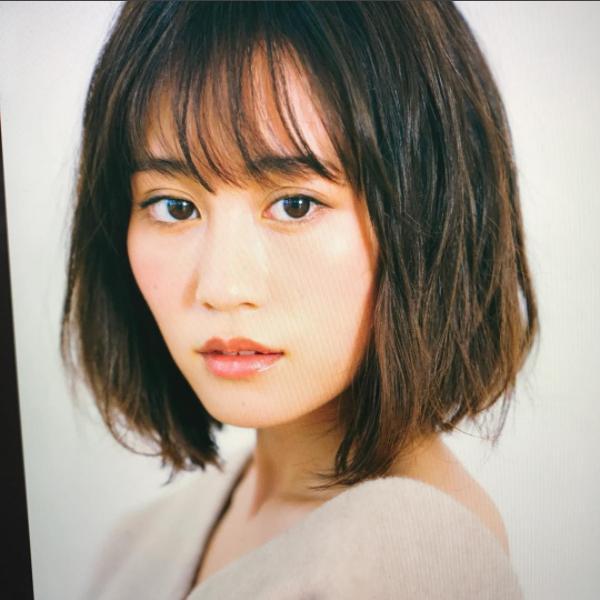 ボブが似合う前田敦子(画像は『前田敦子 2017年10月22日付Instagram「素敵な女性達に囲まれいい一日でした。」』のスクリーンショット)