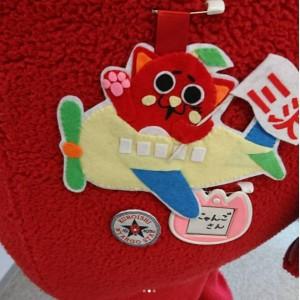 にゃんごすたーがにゃん友さんに贈られた勲章(画像は『にゃんごすたー 2017年10月16日付Instagram「どっこらよっこいしょー」』のスクリーンショット)
