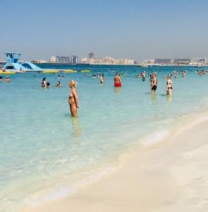 ドバイのビーチ Photo by 横手