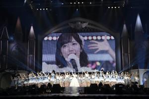 『渡辺麻友卒業コンサート~みんなの夢が叶いますように~』にて(C)AKS