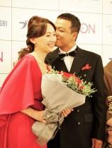 【エンタがビタミン♪】中山秀征、赤面 結婚20年で妻からの初「あーん」に、ほっぺにチュー