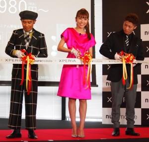 テープカットもした片岡鶴太郎、若槻千夏、井上尚弥選手