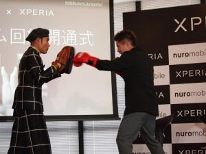 ミット打ちのパフォーマンス 井上尚弥選手と片岡鶴太郎