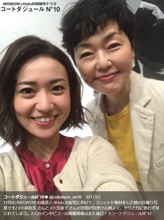 大島優子と小林聡美(画像は『コートダジュールN゜10 2017年8月14日付Twitter「11月の#WOWOWの放送と#Huluの配信に向けて、2ショット取材をした時の自撮り写真です♪」』のスクリーンショット)