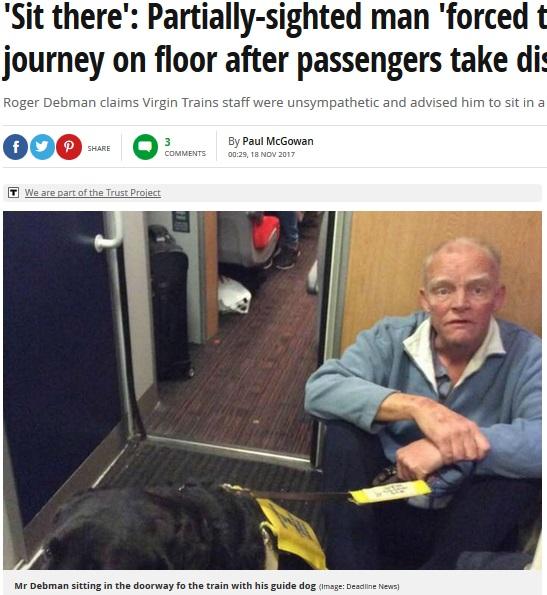 電車通路に追いやられた盲導犬と男性(画像は『Mirror 2017年11月18日付「'Sit there': Partially-sighted man 'forced to spend train journey on floor after passengers take disabled seats'」(Image: Deadline News)』のスクリーンショット)
