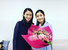 【エンタがビタミン♪】石田ひかり 武井咲との2ショットに「顔の大きさ」を気にする