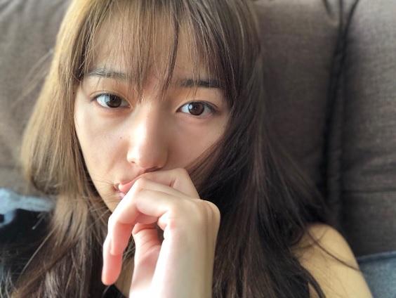 川口春奈に「あんまり無理しないで」の声も(画像は『川口春奈 2017年11月7日付Instagram「たまには自分を褒めてみる。と、いう、行為に慣れてみる」』のスクリーンショット)