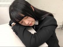 """【エンタがビタミン♪】欅坂46長濱ねる""""お昼寝""""ショット フワフワした雰囲気と『風に吹かれても』にギャップ"""