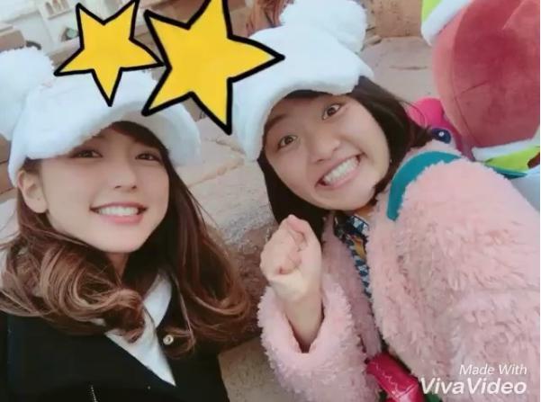 真野恵里菜と森山あすか(画像は『Erina Mano 2017年11月24日付Instagram「森山あすかちゃんとディズニーシー行った時の」』のスクリーンショット)