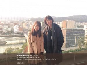 川栄李奈と宮地真緒(画像は『宮地真緒 2017年11月14日付Twitter「とっても素敵な場所で撮影できました。」』のスクリーンショット)