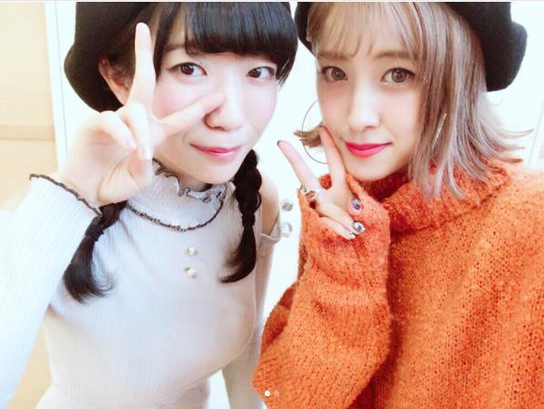 ぱいぱいでか美と夏焼雅(画像は『miyabi_natsuyaki 2017年11月2日付Instagram「@paipaidekami でか美ちゃんありがとう」』のスクリーンショット)