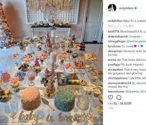 テーブルコーディネートもお見事(画像は『Nicky Rothschild 2017年11月21日付Instagram「Baby #2 is brewing」』のスクリーンショット)