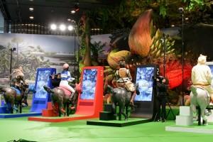 アトラクションゲームに挑戦する4人(左から西村瑞樹、横山由依、岡田奈々、小峠英二)