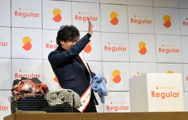 普段とは違う関係者の声援に応える 稲垣吾郎