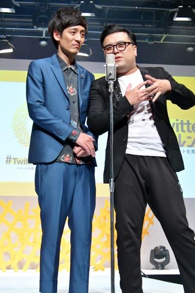 オープニングでネタを披露する 村田秀亮と久保田かずのぶ