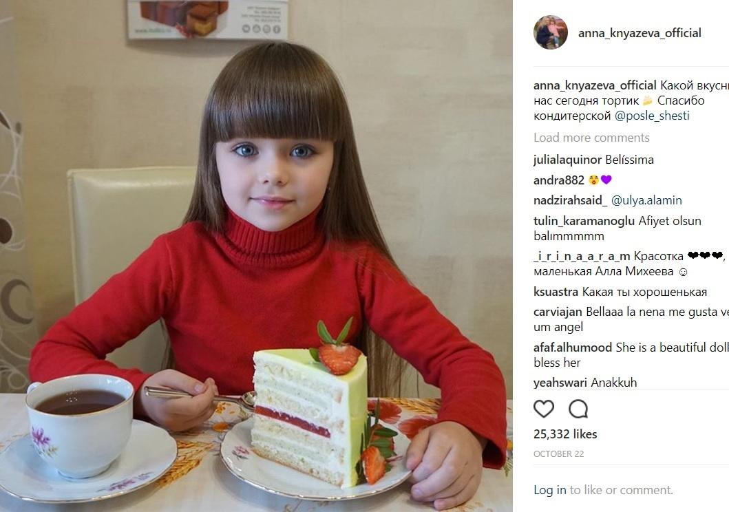 """「""""世界一美しい少女""""ティラーヌ・ブロンドーの再来か」とも言われているアナちゃん(画像は『Anna Knyazeva 2017年10月22日付Instagram「Какой вкусный у нас сегодня тортик」』のスクリーンショット)"""
