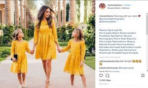 ママのジャッキーさんとのスリーショット(画像は『Ava Marie & Leah Rose 2017年12月9日付Instagram「Twinning with our mom」』のスクリーンショット)