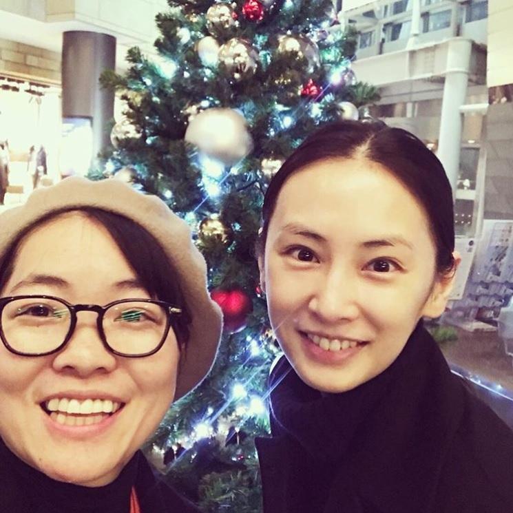 イモトアヤコと北川景子(画像は『イモトアヤコ 公式 2017年12月5日付Instagram「帰国してクリスマス気分味うなう」』のスクリーンショット)
