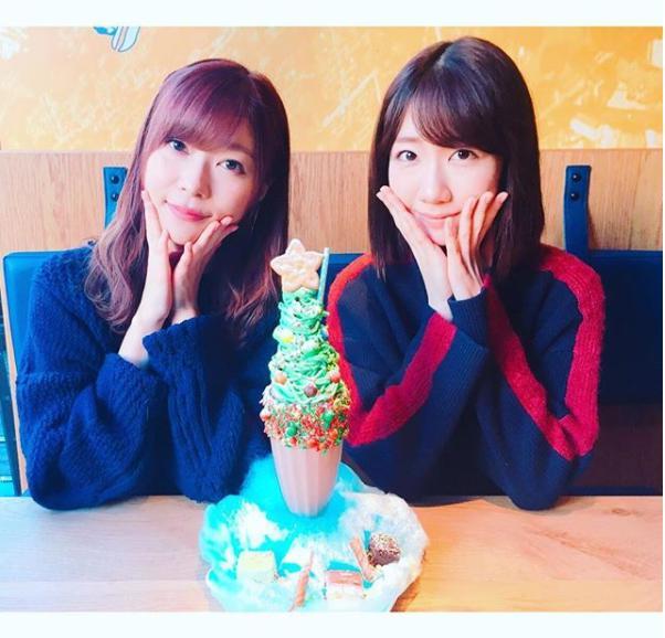 指原莉乃と柏木由紀(画像は『Yuki Kashiwagi 2017年12月25日付Instagram「クリスマスらしいことを…と思い空き時間にさっしーとお出かけ」』のスクリーンショット)