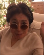 【イタすぎるセレブ達】オノ・ヨーコから「メリークリスマス」 息子ショーンと過ごす動画が公開