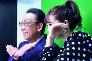 楽しそうに2ショット撮影をする 梅沢富美男と藤田ニコル
