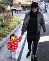 【エンタがビタミン♪】ロンブー淳 「すげぇ寒いのに外に出たがる」愛娘とお散歩ショット