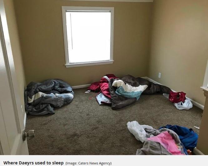 最初は何もなかったデイヤーズ君の部屋(画像は『Mirror 2018年1月11日付「Homeless boy who has 'only ever wanted' a bed has amazing reaction when he's given his own fully-furnished room」(Image: Caters News Agency)』のスクリーンショット)