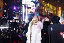 【イタすぎるセレブ達】マライア・キャリー完全復活 大晦日のステージにて極寒の中で熱唱