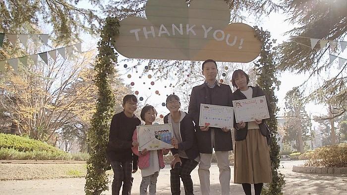感謝状を贈った1組の家族