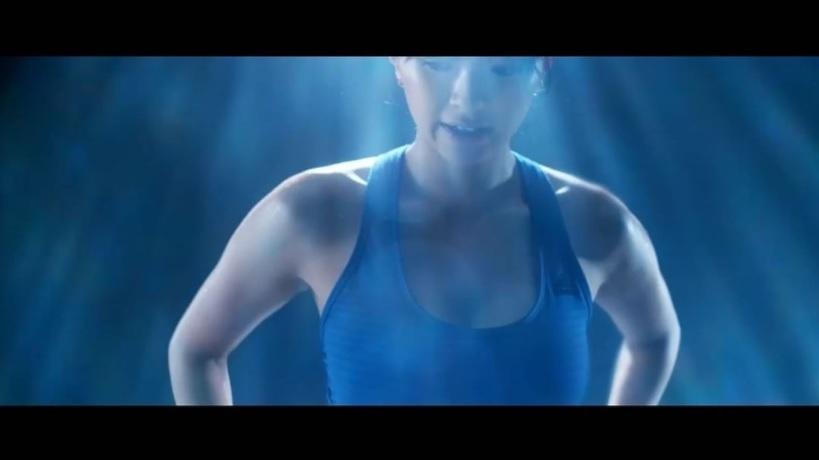榮倉奈々の美ボディに称賛の声(画像は『榮倉奈々 2018年1月25日付Instagram「筋連動。部分的なトレーニングをある程度積んで、全ての筋肉が繋がっていることを意識しながらのトレーニングに移行。」』のスクリーンショット)