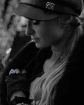 【イタすぎるセレブ達】パリス・ヒルトン 超豪華婚約指輪を守るためセキュリティスタッフを雇用