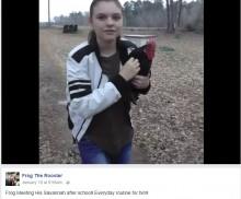【海外発!Breaking News】13歳少女をスクールバス乗降場で毎日迎えるニワトリ(米)<動画あり>