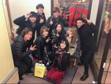 """【エンタがビタミン♪】山本彩、SIAM SHADEのDAITAと記念写真 """"チームSY""""の忘年会で笑顔"""