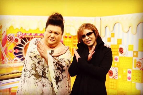 マツコ・デラックスとYOSHIKI(画像は『Yoshiki 2018年1月4日付Instagram「YES, I'll be on this TV show Jan 9th!」』のスクリーンショット)