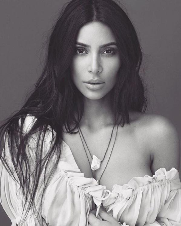 妹のビデオで話題をかっさらった?(画像は『Kim Kardashian West 2017年11月4日付Instagram「Crystal Gardenia, Crystal Gardenia Citrus and Crystal Gardenia Oud available worldwide 11/15」』のスクリーンショット)
