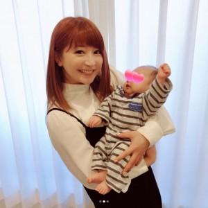 【エンタがビタミン♪】矢口真里が保田圭の息子を抱っこ 「やぐっちゃんお母さんの感じ」とファン