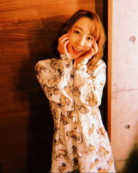 松井玲奈の投稿に「君の笑顔で頑張れそう」(画像は『松井玲奈 2018年2月16日付Instagram「今日は1日収録です。」』のスクリーンショット)