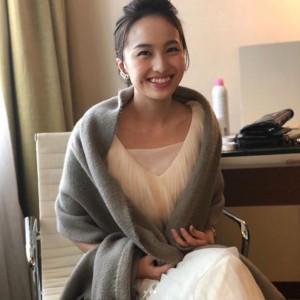 控室で笑顔を見せる百田夏菜子(画像は『百田夏菜子 ももいろクローバーZ 2018年2月6日付Instagram「#韓国プレミア #BlackPanther」』のスクリーンショット)