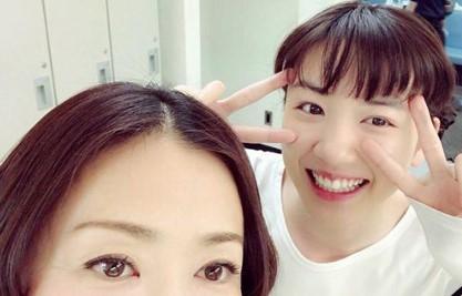 松雪泰子と永野芽郁(画像は『永野芽郁 2018年2月21日付Instagram「松雪さんと」』のスクリーンショット)